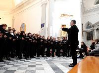 Sandro Pisanu dirige le corali Femminili Priamo Gallisay e Prendas de Armonias