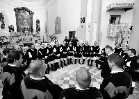 Sandro Pisanu dirige il coro Monte Gonare Orani Natale 2014