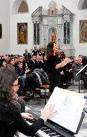 Maria Bonaria Monne dirige le corali femminili di Nuoro e Mamoiada