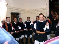 il coro Monte Gonare canta le sue prime canzoni al debutto