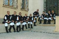 Foto di gruppo del coro Monte Gonare vicino alla chiesa S. Giovanni di Orani - anno 2007