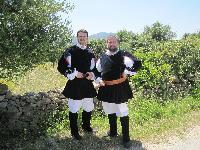 Alessandro Cocco e Antonio Murena posano in costume tradizionale di Orani