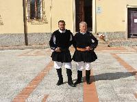 due coristi con il costume tradizionale di Orani