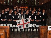 Il Coro Monte Gonare in una foto di gruppo a Londra