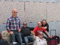 Alcuni coristi del Coro Monte Gonare in partenza per Londra