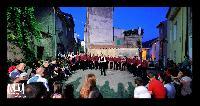 Il coro monte gonare canta nel rione Gusei di Orani